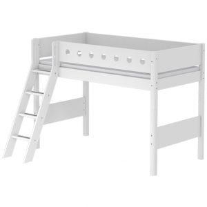 FLEXA Mittelhohes Bett WHITE (90×200) mit schräger Leiter in weiß Hochbetten